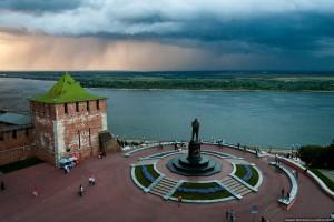 Кремль и памятник Чкалова в Нижнем Новгороде