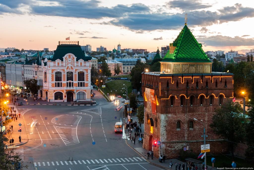 Дмитриевская башня и Площадь Минина в Нижнем Новгороде.