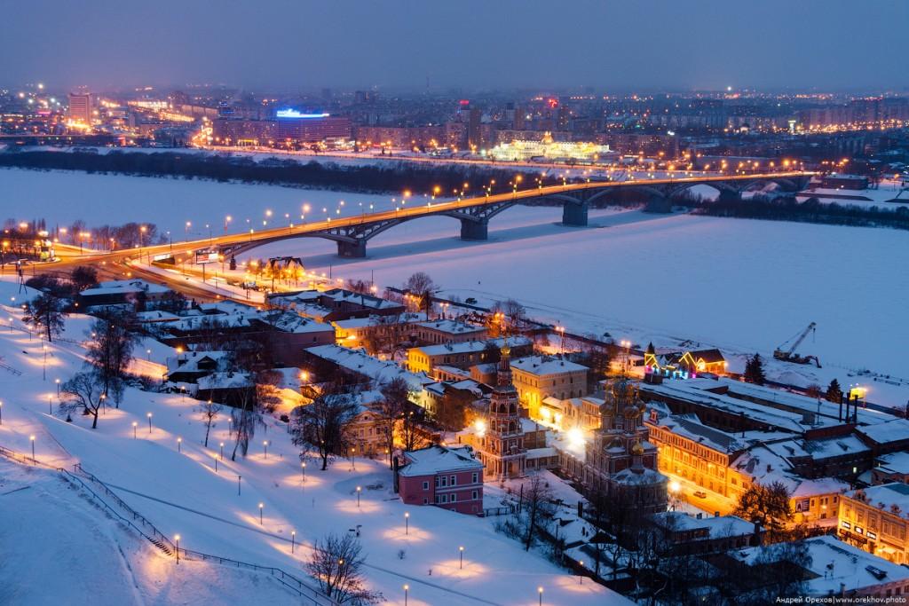 Набережная федоровского, канавинский мост и рождественская церковь в Нижнем Новгороде